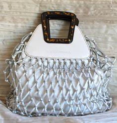 Borsa a mano DOLCE & GABBANA in vacchetta bianca ad effetto rete, interno in canvas amovibile e manico in tartaruga.