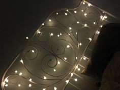 Weave string lights through your bed for a DIY light-up headboard. Light Up, Diy Light, Soft Light, New Room, String Lights, Life Hacks, Living Spaces, Home And Garden, Creative