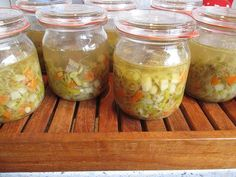 Rindfleischsuppe auf Vorrat, ein sehr schönes Rezept aus der Kategorie Kochen. Preserving Food, Canning Recipes, Diy Food, Preserves, Guacamole, Pickles, Cucumber, Mason Jars, Food And Drink