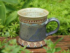 Keramik-Tasse mit Spiralen und Dreiecken - 0,3 Ltr.