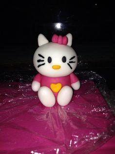 Pequeña figura de fondant de hello kitty
