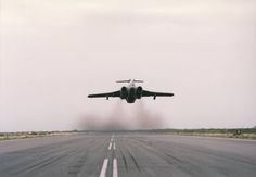 ☆ South African Airforce ✈24 Sqn Buccaneer taking off from Grootfontein ☆