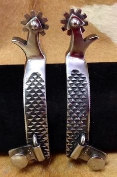 Nice clean Spurs made from rasps! Spurs Western, Cowboy Spurs, Cowboy Gear, Cowboy And Cowgirl, Leather Working, Metal Working, Knife Making Forge, Collector Knives, Custom Cowboy Boots