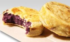 Hopia is a popular Filipino bean-filled pastry originally introduced by Fujianese immigrants in urban centres of the Philippines around the start of the American civil occupation. It is a widely-av… Filipino Bread Recipe, Filipino Dishes, Filipino Desserts, Filipino Recipes, Filipino Food, Asian Desserts, Dessert Recipes, Ube Recipes, Snacks