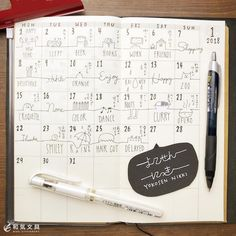 文房具の和気文具さんはInstagramを利用しています:「本日の一枚『よこせん日記』 ・ 今回は手帳の月間ページを使って、ひとふで書きっぽい雰囲気の日記を書いてみました。 ・ 絵や文字を横線でつなげていくだけなんですが、見た目が面白い日記ページになりますね(^^) ・ #手帳 #手帳術 #手帳活用 #ノート #日記…」 Journal Diary, Bullet Journal, Alphabet, Work Friends, Mo Money, Studyblr, Monthly Planner, Travelers Notebook, Stationery