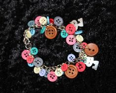 Etsy :: O Seu lugar para comprar e vender todas as coisas feitas à mão. Red Button, Scarlet, Silver Plate, Washer Necklace, Charmed, Buttons, Etsy, Bracelets, How To Make