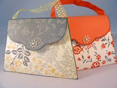 These cute purses are so easy to make! It won't take you more than 30 minutes.     Wouldn't they be a perfect gift for mom. Put a gift cert...