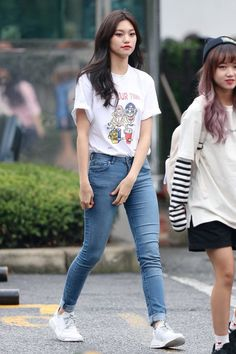 Pin Image by Bunda Hijaber Fashion Idol, Korea Fashion, Kpop Fashion, Asian Fashion, Daily Fashion, Girl Fashion, Fashion Outfits, Kpop Outfits, Korean Outfits