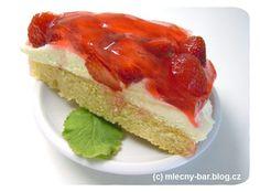 """Jahodový dort na Den dětí ve tvaru písmena """"D"""""""