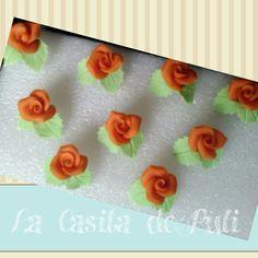 Rosas naranjas con  hojas.  La casita de Puli