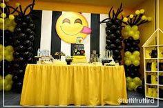 Imagem relacionada Emoji Decorations, Birthday Decorations, 13th Birthday Parties, 11th Birthday, Emoji Theme Party, Party Themes, Party Ideas, Emoji Cake, Party Planning