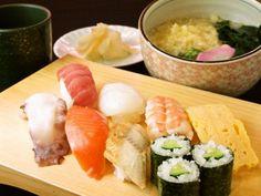 Isono Ryoutarou: 100 Yen Kaitenzushi (磯野漁太郎) 30 Cheap and Delicious Restaurants in Osaka | tsunagu Japan