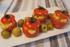Receita de Tomatinhos recheados com 3 queijos passo-a-passo. Acesse e confira todos os ingredientes e como preparar essa deliciosa receita!