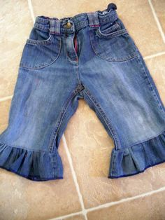 Boring Jeans to Ruffley Capris - Tutorial - when the jeans are too short...