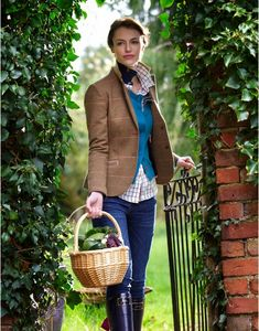 Beautiful lady - what a lovely way to wear tweed. Take a look at our stylish tweed jackets. English Country Fashion, British Country Style, Country Casual, Country Outfits, Country Chic, Country Style Fashion, Country Life, Look Fashion, Autumn Fashion