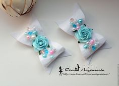 Felt bow with pearls and a flower Kids Hair Bows, Baby Hair Clips, Girls Bows, Baby Headbands, Hair Accessories Holder, Craft Accessories, Felt Bows, Bow Tutorial, Glitter Hair