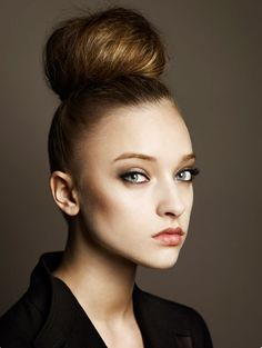 Pictures : Prom and Homecoming Hairstyles - Chic Top Knot Hair Style No Heat Hairstyles, Holiday Hairstyles, Hairstyles For School, Wedding Hairstyles, Top Knot, Hair And Makeup Tips, Hair Makeup, Hair Styles 2014, Long Hair Styles