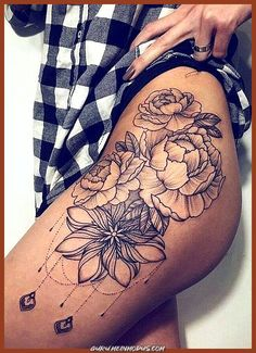 Black chandelier flower hip tattoo ideas - realistic geometric floral rose thigh tat - ideas de tatuaje de muslo de flor -www. Flower Hip Tattoos, Hip Thigh Tattoos, Side Hip Tattoos, Hip Tattoos Women, Trendy Tattoos, Small Tattoos, Tattoos For Guys, Side Leg Tattoo, Tattoo Shoulder