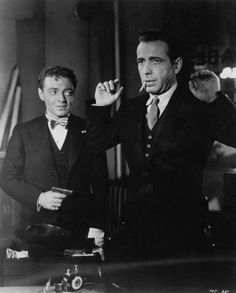 """Peter Lorre and Humphery Bogart in thr """"Maltese Faacon"""". Hollywood Photo, Hollywood Actor, Hollywood Stars, Classic Hollywood, Old Hollywood, Classic Film Noir, Classic Films, Bogie And Bacall, Peter Lorre"""