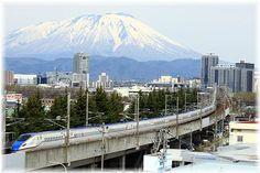岩手山バックのe7系新幹線