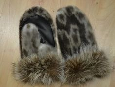 Inuit made women's sealskin mitts by Pikpik Sateana Skins Clothing, Beadwork, Beading, Cree Indians, Nativity Crafts, Toenails, Native Indian, Sell Items, Furs