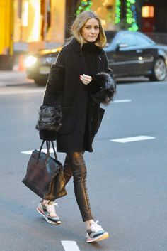 Olivia Palermo Teaches Us How to Wear Sneakers InStyle Estilo Olivia Palermo, Olivia Palermo Lookbook, Olivia Palermo Style, Schwarzer Mantel Outfit, Mode Lookbook, How To Wear Sneakers, Inspiration Mode, Business Outfit, Mode Outfits