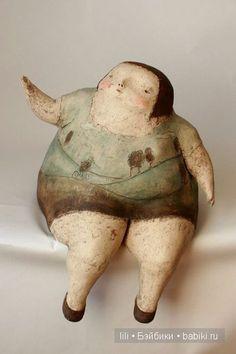 Еще хочу поделиться найденным :) Фантазия людей безгранична :) Посмотрите на чуднЫе авторские куклы Anne-Sophie Gilloen. Толстенькие, кругленькие, как картофелинки