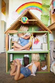 """Sonho de casa de boneca... e as """"bonequinhas"""" cabem dentro...rs"""