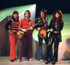 Forgotten songs: Shocking Blue - Eve And The Apple / When I Was A Girl . Mariska Veres, The Castaway, Shocking Blue, Nancy Sinatra, Heavy Metal Music, Blue Pictures, Music Icon, Latest Music, Rock Bands