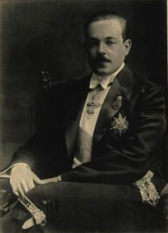 Manuel II of Portugal (born November, 1889 - died July, Portuguese Lessons, Learn Brazilian Portuguese, Portuguese Royal Family, Renaissance Literature, History Of Portugal, Noble People, Scandinavian Countries, Vintage Soul, Kaiser