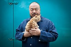 Ai Weiwei and friend. This photo won photographer Matthew Niederhauser a John Kobal New Work Award for the Taylor Wessing Portrait Prize competition at the National Portrait Gallery. Ai Weiwei, Maurice Careme, Son Chat, Cat Pin, National Portrait Gallery, Cat People, Famous Artists, Contemporary Artists, Art History