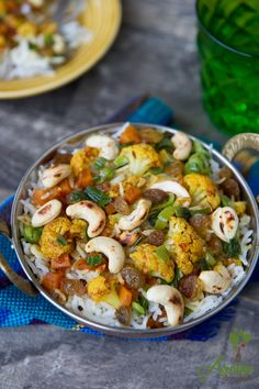 Orez Biryani este un orez aromat cu multe condimente: chimion, cardamon, piper, dafin, scortisoara, cuisoare, ghimbir. Biryani, Indian Food Recipes, Ethnic Recipes, Kung Pao Chicken, Pasta Salad, Potato Salad, Shrimp, Potatoes, Vegan