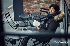 Actor Gong Yoo revealed an outdoor pictorial in which he opened up a day in his life to show a glimpse into those 24 hours when he's not in front of the ca