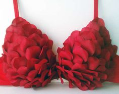 Undie Run bra? The Sparkle Queen: DIY Valentine's Day Petal Bra & Lingerie Valentine Special, Valentines Diy, Valentines Outfits, Old Bras, Do It Yourself Fashion, Burlesque Costumes, Diy Costumes, Costume Ideas, Bra Lingerie