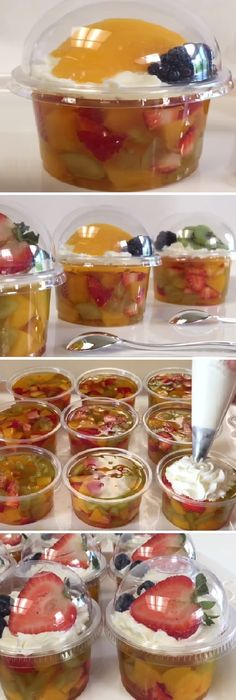 Gelatina con frutas encapsuladas Jello Desserts, Small Desserts, Healthy Dessert Recipes, Cake Recipes, Best Cheese, Holiday Appetizers, Food Gifts, Love Food, Food And Drink