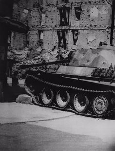 A knocked out Panther Ausf G sporting different road wheel variants