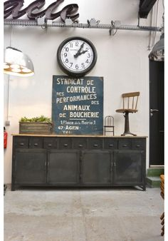 ☆ Brocante, déco vintage industrielle brocante campagne Steel Furniture, Industrial Furniture, Vintage Industrial, Industrial Style, Flat Interior, Interior Styling, Warehouse Living, Deco Retro, Loft Style