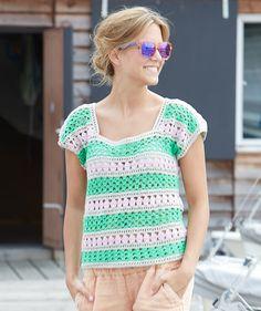 Gestreiftes Häkelshirt, S9018 - Gratisanleitung: Ein leichtes Häkel-Lochmuster mit zarten Farbstreifen zu kombinieren, kann sehr wirkungsvoll sein, wie dieses Shirt beweist...