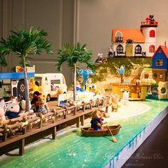 Finally my beach town diorama is finished! It's about time!😆🏖☀️Check out my blog for more photos✨ ビーチタウンのジオラマ、やーっと出来ました!🏖日本は凄いお天気だったみたいですが、これでも見て夏を感じて下さいな😁詳しくはブログにて紹介しています☀️☀️ #シルバニア #シルバニアファミリー #森林家族 #실바니안패밀리 #ジオラマ #ビーチ #ビーチタウン #ミニチュア #手作り #海 #シーサイドシリーズ #miniatures #diorama #beach #calicocritters #sylvanianfamilies #sylvanian #beachtown #ocean #handmade #seasideseries #seaside