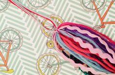 Como hacer una borla. DIY fácil y rápido! / Soy un Mix! Diy Tassel, Tassels, Fabric Beads, Bijoux Diy, Fairy Houses, Diy Paper, Baby Shower, Crochet, Sea Side