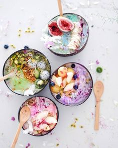 No such thing as Monday blues when you have smoothie bowls to die for! @talinegabriel slaying the smoothie scene as always
