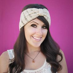 Stylishly Simple Beginner Crochet Headband | This beginner crochet pattern is as elegant as it is easy to work up!