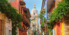 Veja todas as dicas de o que fazer em Cartagena das Índias para aproveitar ao máximo sua viagem à Colômbiae não deixar de fora nenhum passeio ou atração turística. Vamos listar os lugares e coisas mais legais e imperdíveis de se fazer em Cartagena das Índias e dar também algumas dicas para você aproveitar melhor sua viagem por lá. Se prepare, pois a lista de o que fazer em Cartagena das Índias na Colômbia é longa. Visitar as Ilhas do Rosário emCartagena das Índias Se tem uma coisa da lista…