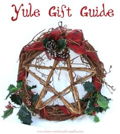 Breaking The Chains: Ideas: decorando el altar de Yule Pagan Christmas, Winter Christmas, Winter Holidays, Christmas Star, Happy Holidays, Yule Crafts, Holiday Crafts, Holiday Decor, Yule Decorations
