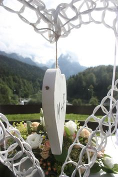 Ringkissenalternative Rosamunde Pilcher inspirierte Sommerhochzeit in Pfirsich, Apricot, Pastelltöne - Heiraten in Garmisch-Partenkirchen, Bayern, Riessersee Hotel, Seehaus am Riessersee - Hochzeit am See in den Bergen - Peach and Pastell wedding