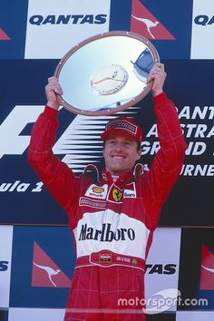Podium: winnaar Eddie Irvine, Ferrari