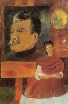 Self Portrait with Stalin - Frida Kahlo Fecha de finalización: 1954 Estilo: Arte Naíf (Primitivismo) Genero: autorretrato Técnica: óleo Material: masonite Dimensiones: 59 x 39 cm Galeria: Frida Kahlo Museum Mexico City, Mexico