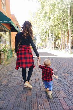 and baby photo ideas The Perfect Fall For A Busy Day mother son matching outfit for fall - family photo idea Mother Son Matching Outfits, Mom And Son Outfits, Outfits Niños, Baby Boy Outfits, Fall Outfits, Party Outfits, Mommy And Me Photo Shoot, Boy Photo Shoot, Mommy And Son