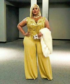 Jeans Fashion Tips For Curvy Plus Size Women.How To Style Jeans,Curve Plus Size Jeans Fashion, Jeans are an essential part of any curvy plus size women's … source Thick Girl Fashion, Plus Size Fashion For Women, Curvy Women Fashion, Look Fashion, Plus Size Women, Fashion Outfits, Look Plus Size, Curvy Plus Size, Curvy Outfits