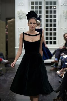 I thought this was one of the most amazingly simple but effective necklines I've ever seen.